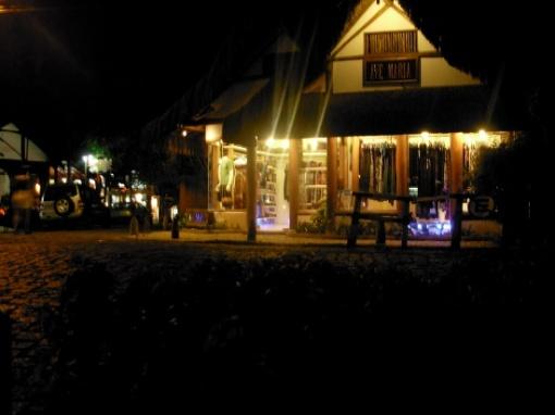 Rua mucugê à noite